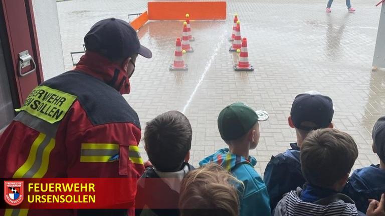Vorschulkinder zu Besuch bei der Feuerwehr
